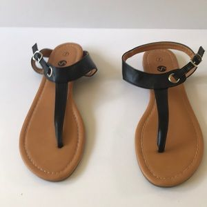 Soles and souls flat T strap sandal size 7